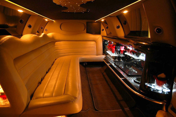 8 Person Lincoln Limo Service Miami