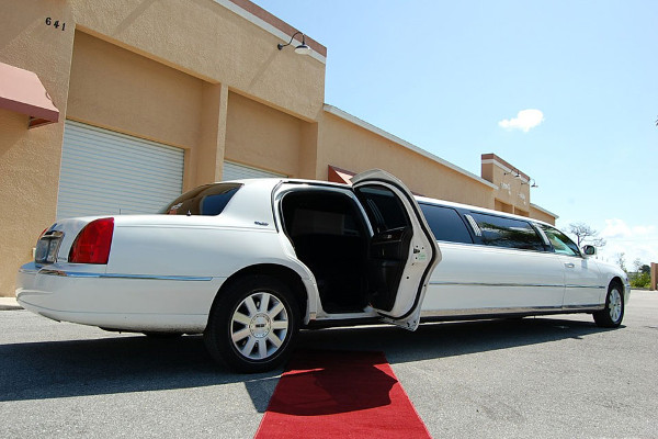 8 Person Lincoln Stretch Limo Miami